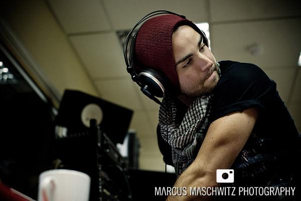 narration-in-studio-05
